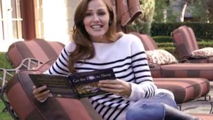 Jennifer Garner bazmegelve olvas altató mesét