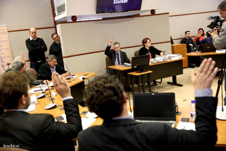 A dunaújvárosi önkormányzati testület ülése február 18-án.
