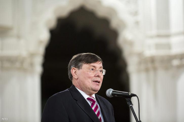 Hóvári János, a Zrínyi Miklós Emlékévet szervező Emlékbizottság elnöke.