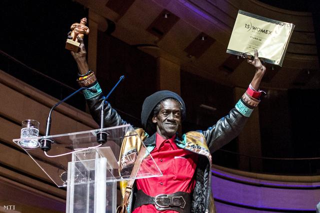 Cheikh Lo átveszi az életműdíjat a 2015-ös budapesti Womexen