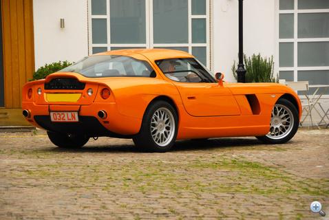 Nekem nagyon erős Alfa Giulia TZ2-utánérzés ez a segg
