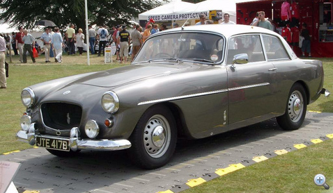 401 már Chrysler-féle V8-cal