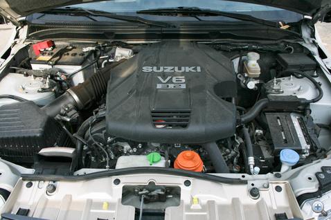 Erős, nyomatékos, húzatva hangos és kissé iszákos: ez az új V6-os