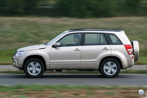 V6-os motorral már relatíve jók a Vitara menetteljesítményei