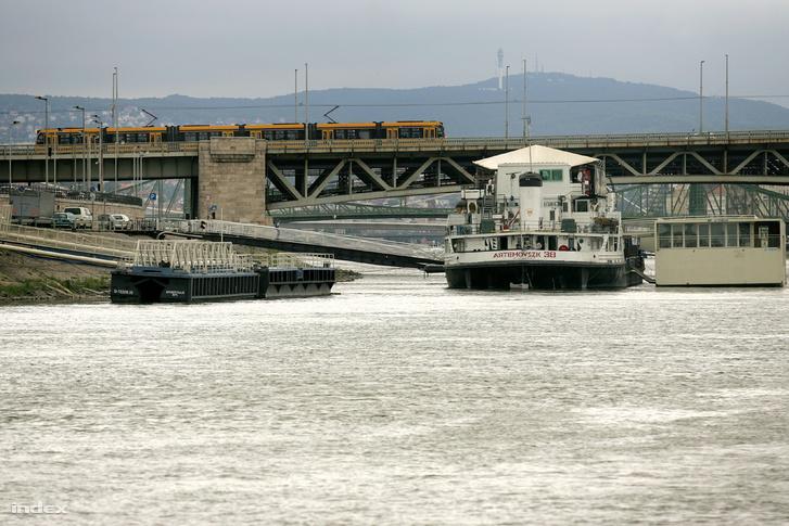 A Petőfi híd felújítása még várat magára