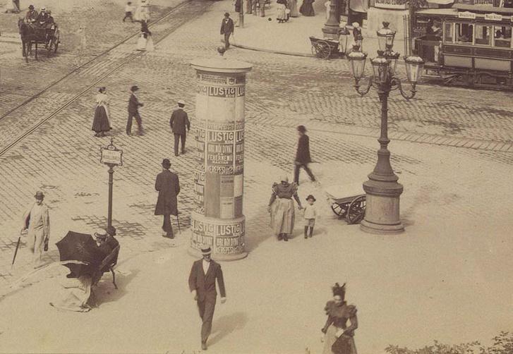Nyüzsgő forgatag a mai Blaha Lujza tér helyén, 1900-ban. Kattints a teljes képért!