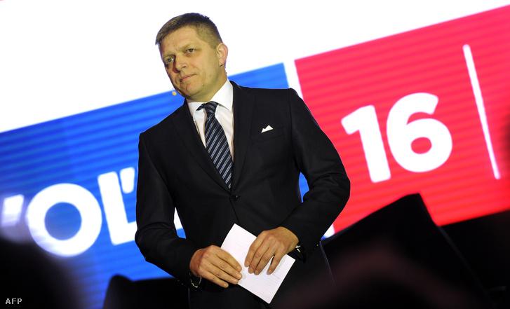 Robert Fico a Smer kampányrendezvényén beszél Pozsonyban, 2016. március 2-án.