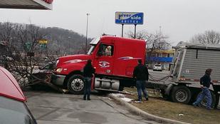 Kamiont vezetve karambolozott egy labrador