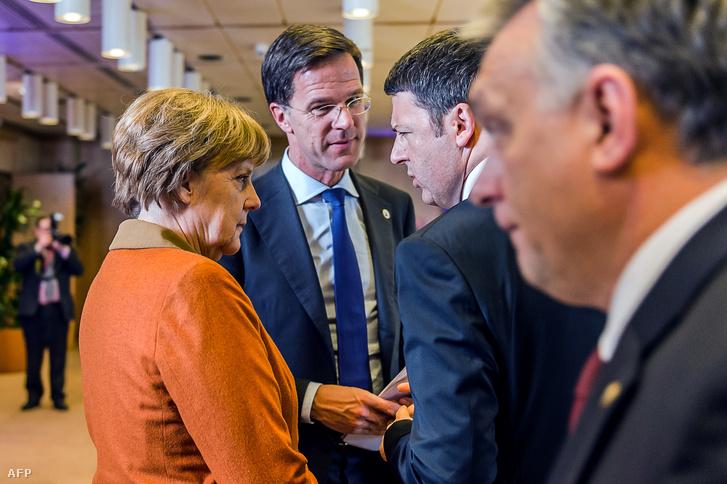 Angela Merkel német kancellár, Mark Rutta holland miniszterelnök, Matteo Renzi olasz miniszterelnök és mellettük Orbán Viktor a brüsszeli EU-török csúcson, 2016. március 7-én