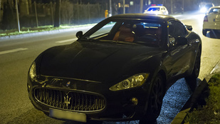 Lezúztak egy Maserati Granturismót a Hűvösvölgyi úton