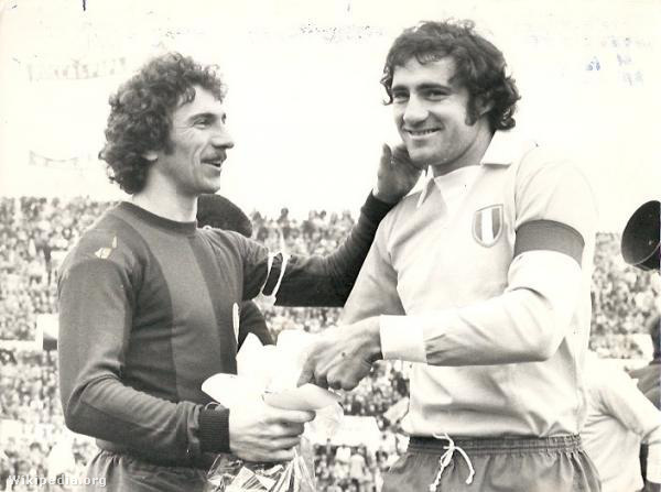 Savoldi és Giorgio Chinaglia a Lazio játékosa 1974-ben.