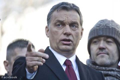 Orbán Viktor és Habony Árpád egy március 15-i ünnepségen, Orbán Viktor beszéde előtt.