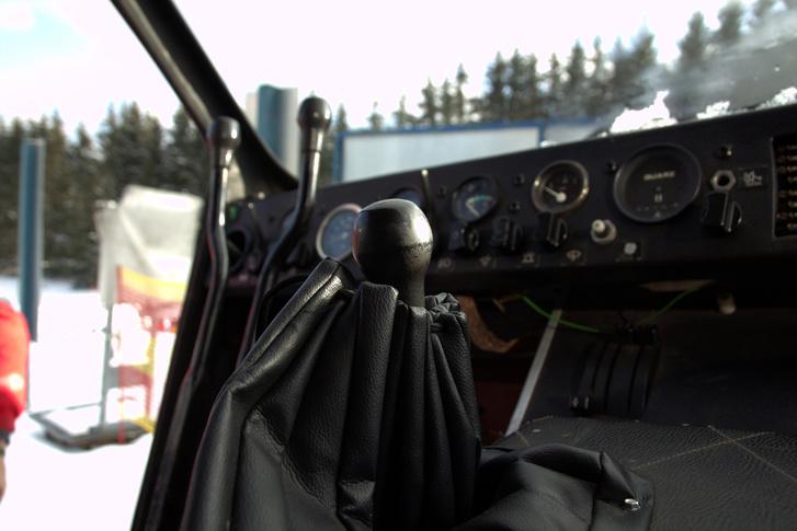 Ki ismeri fel a karok végén a Tatra 613-váltógombot?