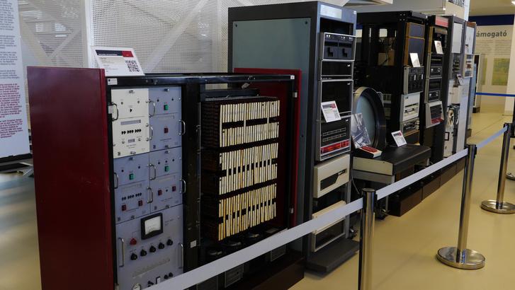 Hatalmas számítóközpontok az NJSZT állandó tárlatán, a szegedi Agórában