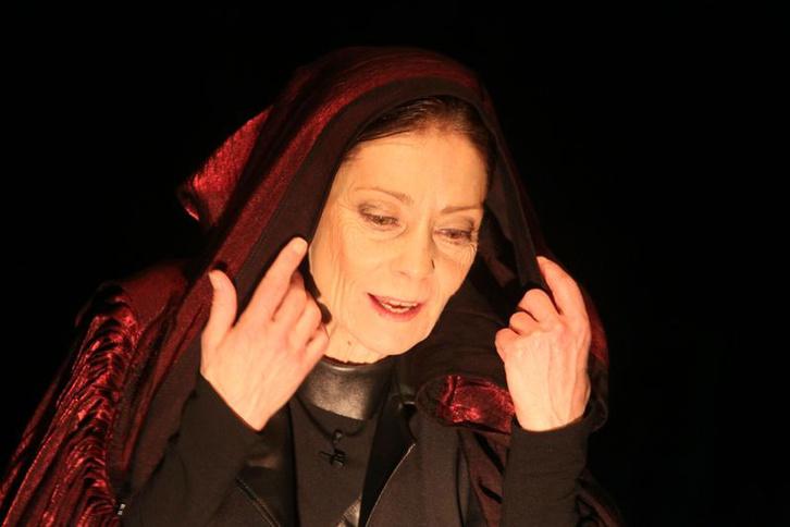 Vörös Oroszlán - Venczel Vera (fotő: Puskel Zsolt)