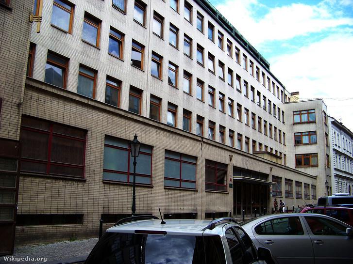 A csehszlovák Állambiztonsági Hivatal épülete Prágában.