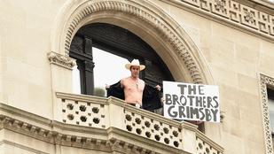 Sacha Baron Cohen az 5. sugárúton vetkőzött