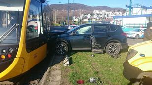 Ütközés miatt megpördülő autó gázolt halálra egy gyalogost Óbudán