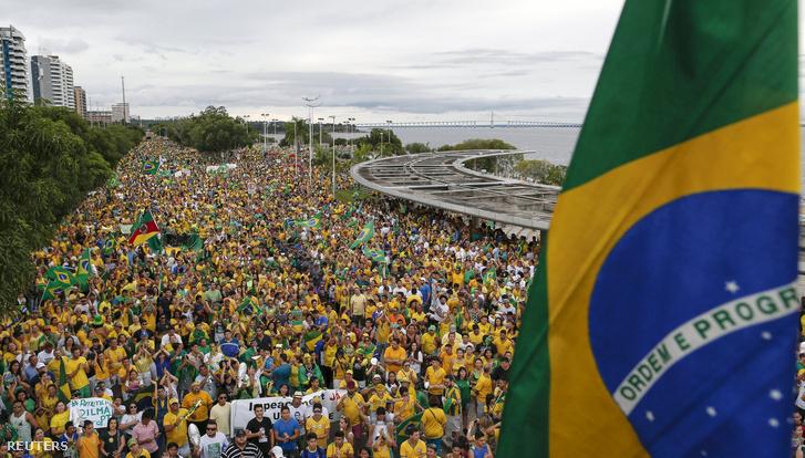 Tüntetők Manausban