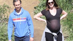 Anne Hathaway borzasztóan terhes