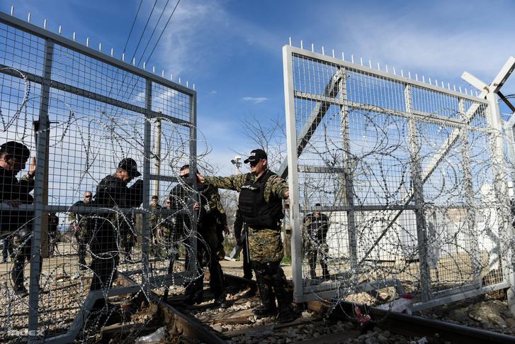Kerítés a görög-macedón határnál, Idomeninél.
