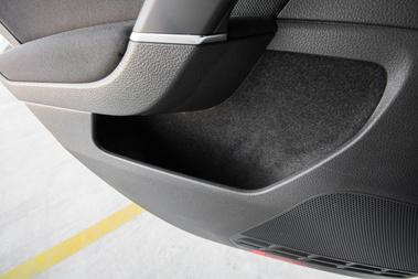 VW-konszerntrükk, hogy kárpitozzák a térképzsebet. Nagyon sokat hoz az autó csendességén
