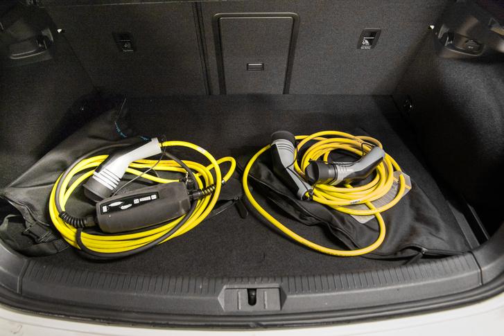 Fali dugós és gyorstölrő-kábelek