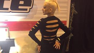 Christina Aguilera ruháját megtámadták a Voice felvételén