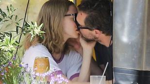 Egy pillanatra nem figyelünk oda, és Amanda Seyfried titokban férjhez megy