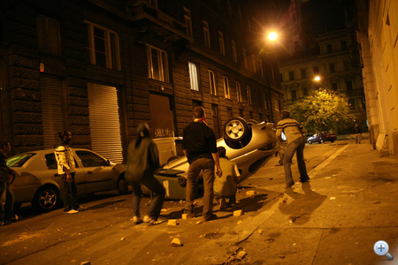 Kocsiborogatás a Curia utcában