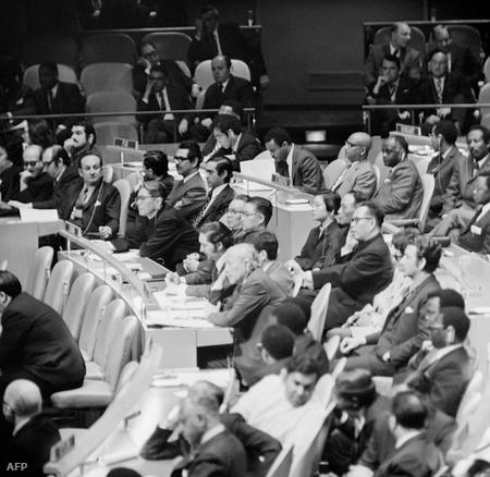 1971 november 15. Kína az ENSZ teljesjogú tagja lesz