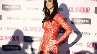 Rogán Cecília férj nélkül, csipkében érkezett a Glamour-gálára