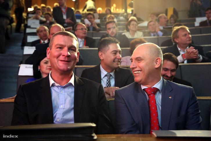 Botka László és Tóbiás József az MSZP kongresszusán, a Villányi úti Konferenciaközpontban, 2015. november 28-án.