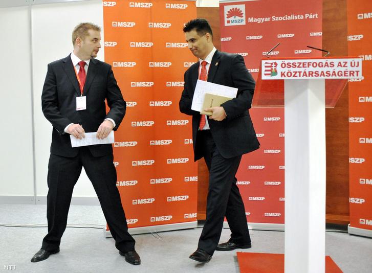 Mesterházy Attila és Harangozó Tamás a párt soron kívüli kongresszusán tartott sajtótájékoztatóról a Syma csarnokban, 2011. november 12-én.