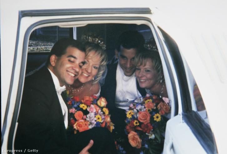 Craig Sandersés Diane Nettemeier, Darlene Nettemeier és Mark Sanders esküvőjük napján.