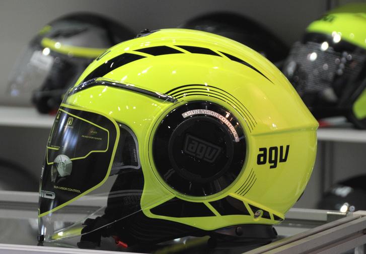 Ha robot-popsztárnak öltöznél, ez az AGV jó választás, a Daft Punk sem mondana mást