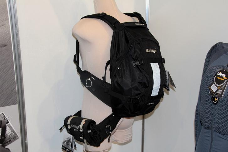 Ebbe a hátizsákba gerincprotektort is rakhatunk