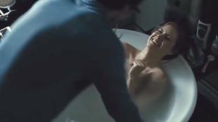 Amy Adams-et egy fürdőzés közben fölé hajoló kollégája hozta zavarba