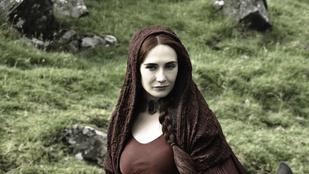 Terhes a Trónok harca vörös boszorkánya