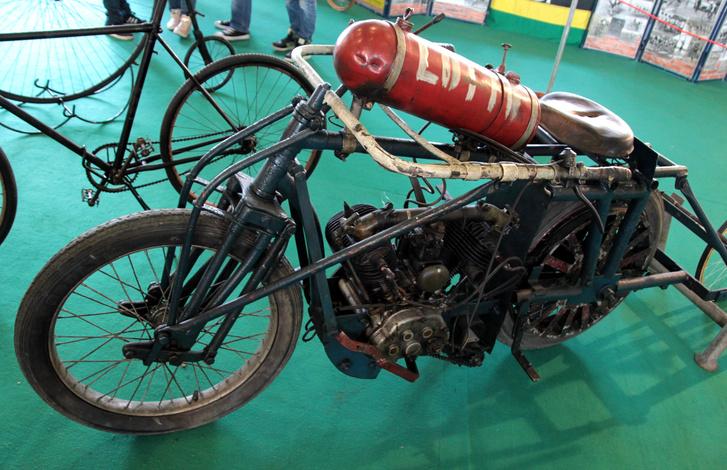 Órmótlan, böszme, de mégis szép egy régi stéher motor