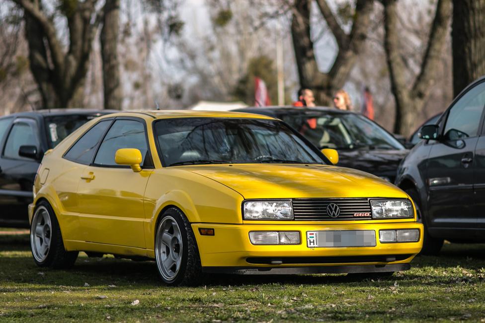 A kilencvenes évek Magyarországának egyik vitathatlan diszkóztárja volt a Volkswagen Corrado. Értékét csak emeli a kényes, de ha jó, akkor nagyon jó négyhengeres, kompresszoros G60 motor.
