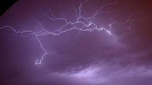 Ha fesztiválon elkapja a vihar, ne a sátrába meneküljön