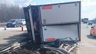 Brutális kamionbaleset az M0-son
