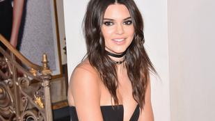 Kendall Jenner felsőjét csak a szentlélek tartotta