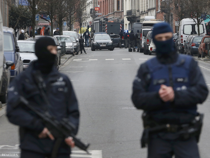 Fegyveres rendőrök Brüsszelben