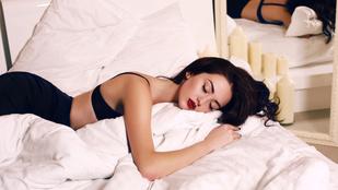 Több szexszel álmodik, aki a hasán fekszik