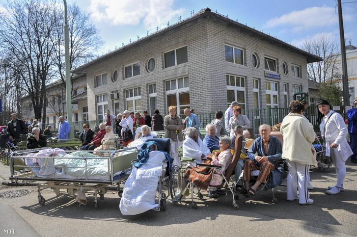 Háromszáz fekvőbeteget kellett kimenekíteni az épületből