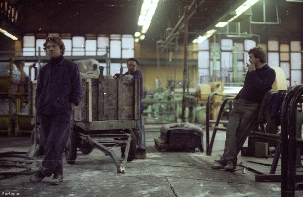 A nyolcvanas évek második felétől folyamatosan szüntették meg a különféle veszteséges üzletágakat, amiket addig népgazdasági érdekre hivatkozva tartottak fenn. A szocialista nagyipar egyik büszkesége 1990-re több ezres elbocsájtások után a csőd szélére került. Amikor 1996-ban a privatizáció során a Michelin vette meg a gyárat, a Kerepesi úton már csak gumiabroncsokat készítettek. 2013-ban a  francia konszern alacsony árfekvésű termékeire vezette be újra a Taurus márkanevet, ám a gumiabroncsok ma már leginkább Szerbiában készülnek.