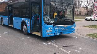 Megint rommá törtek egy BKV buszt