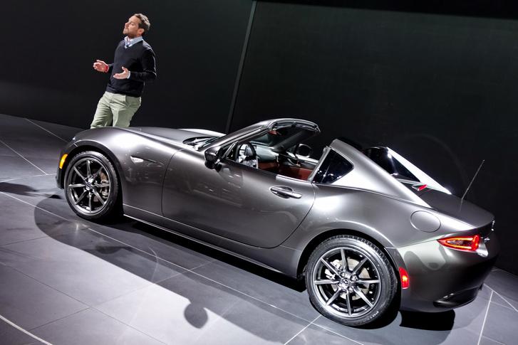 A szalon legcsinosabb autója: Mazda MX-5 RF